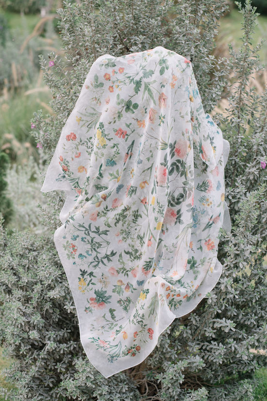 Wear your flowers. Accessories Fashion Fashion Item Floral Floral Fabric Floral Pattern Floral Sca Flower Flower Scarf Hanging Nature Nature Love Nature_collection No People Outdoors Scarf Touch Of Nature Wear Na Wearable Wrap