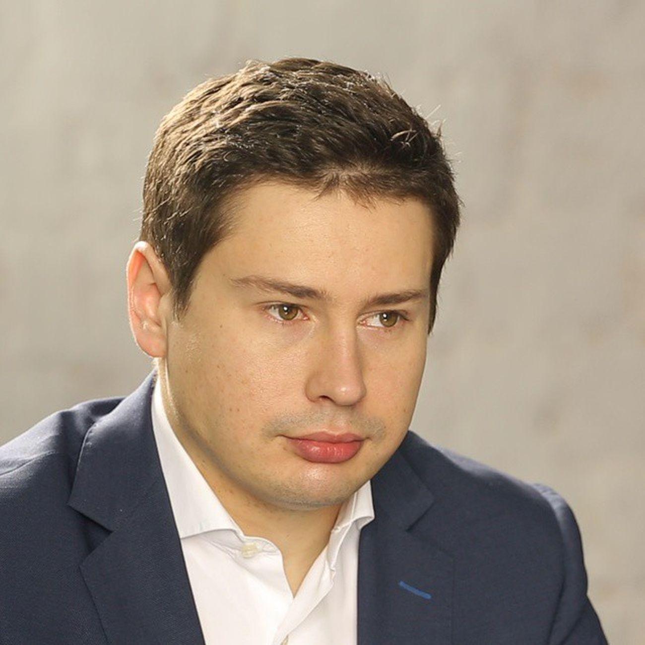 Александра Альперна называют человеком, который успел прыгнуть в уходящий поезд, так как Webinar.ru привлек раунд в $7,3 млн (в том числе от ЕБРР) непосредственно перед западными санкциями. Александр рассказывает о сделке; о том, каково оно конкурировать с бесплатными продуктами от Google и Skype; и почему он никогда бы не создал такой бизнес в США http://www.moedelo.org/journal/alexandr-alpern/ Россия сша бизнес интернет интервью моёдело