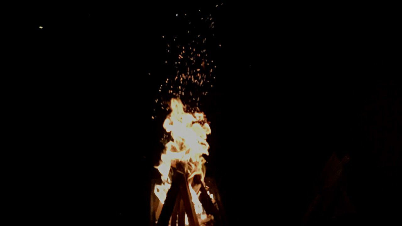 Late night bonefire... First Eyeem Photo Fire And Flames Wood In Fre night Amazing
