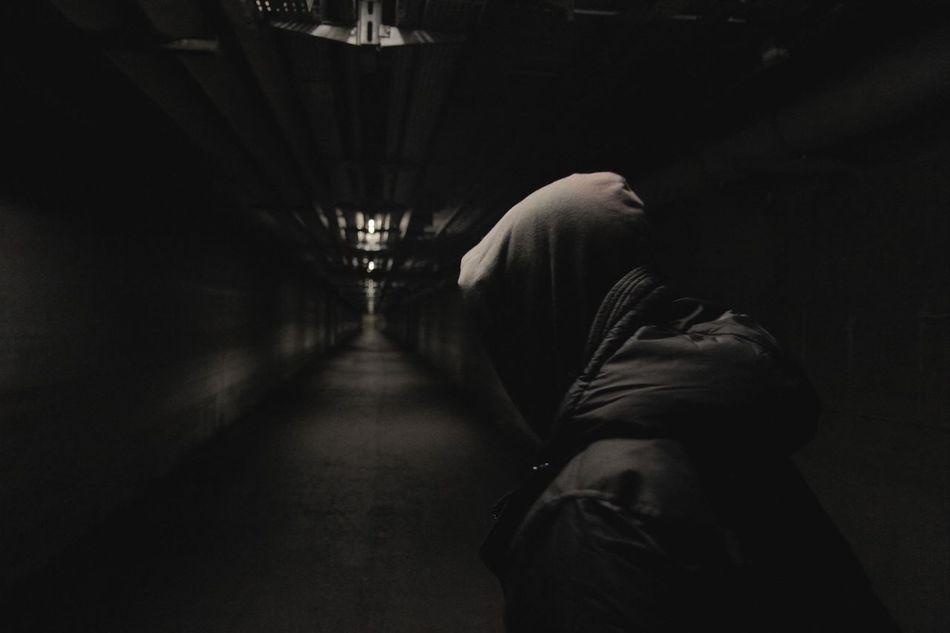 Beautiful stock photos of black, Built Structure, Corridor, Dark, Diminishing Perspective