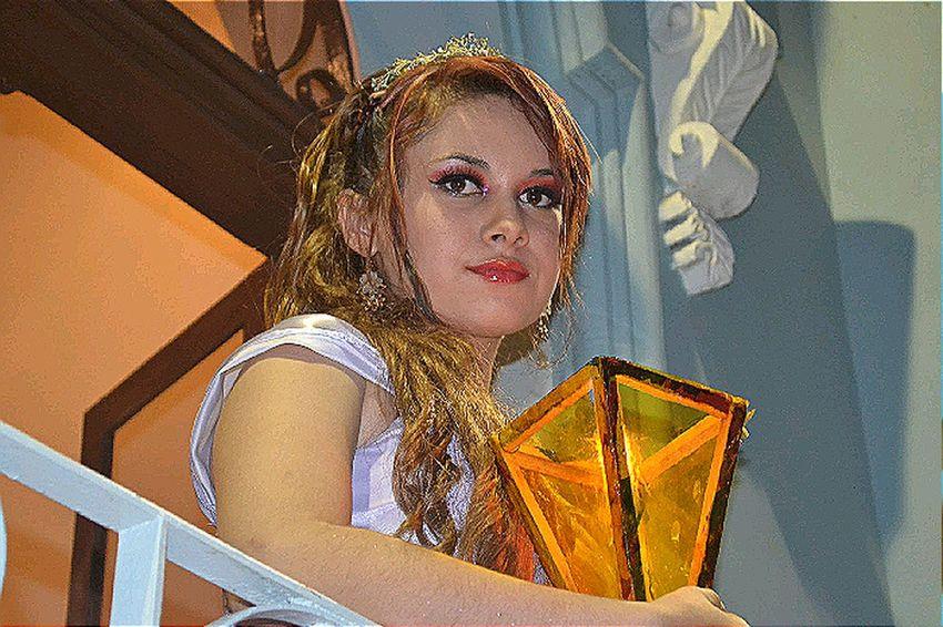 Reina de los Farolitos Ligth Queen Yellow Beauty