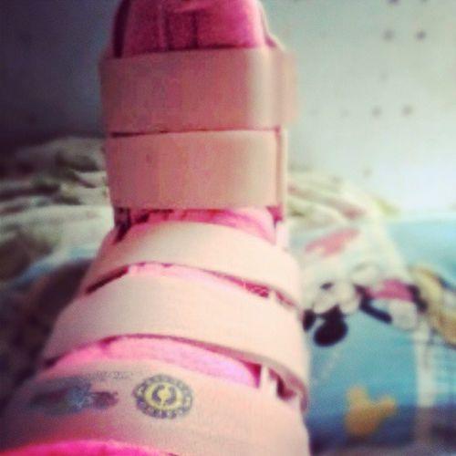 só pra não perder o costume, mais um mês de botinha rosa Fiquei Muito Meiga De rosa SQN