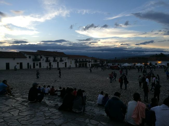 Large Group Of People Tourist Cloud - Sky Sky Main Square Villa De Leyva - Colombia
