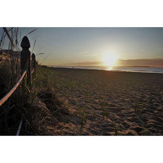 early morning bike ride to catch this beautiful sunrise 🌞👌💯 Maine OOB Oobmaine Mainelife Mainethings BeachSunrise Minutesfrommydoor Nikond3300 Nikon Beachlife Ocean Landscape Nikontop Beachride Sunrise Sunshineandsmiles 5am Worthit