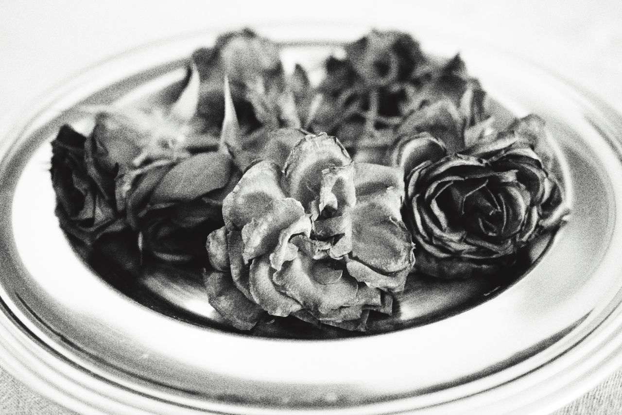 Indoors  No People Freshness Plate Close-up On The Table Faded Day Top Perspective Roses Flowers Greyscale Faded Beauty Full Frame Faded Flower Monochrome Faded Color Tranquil Scene Wall Art Postcard Posterart Dry Flower  Home Interior