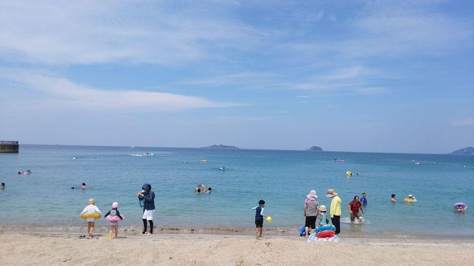 あそこに見えているのは軍艦島(gunkan-jima) 海 水浴 こげまくり .。oஇ