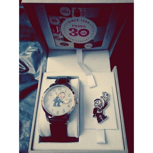 No hesitation for a new baby, a new best friend. Yus. Fossil Fossilwatch Fossilanniversary 30yrs watch fashion menwatch vintage oldschool pin 💋😍