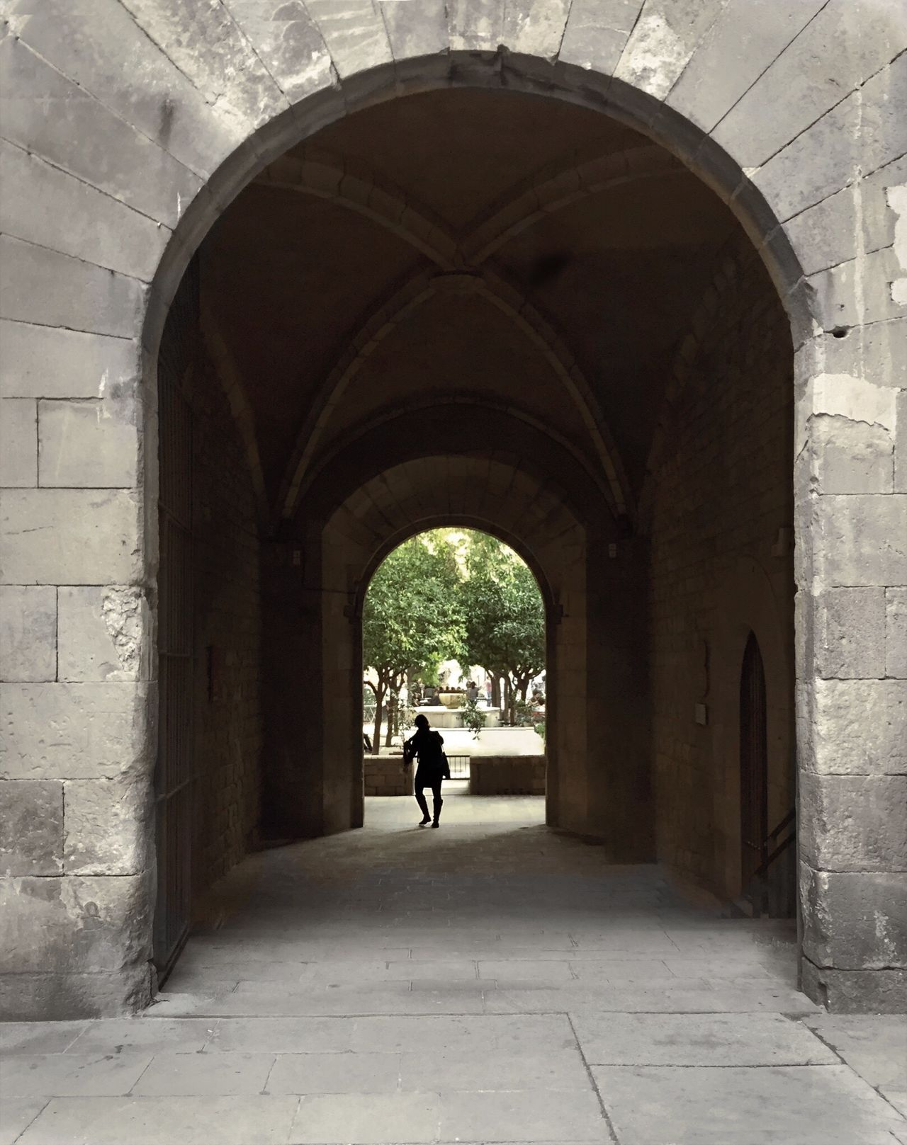 72 / 365 Arch Architecture Archway The Way Forward Arched Built Structure Real People Tunnel Day City One Person Outdoors