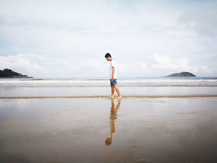 Sea Beach Water Real People Sky Leisure Activity One Person Full Length Horizon Over Water Standing Shore Cloud - Sky Lifestyles Beauty In Nature Scenics Casual Clothing Rear View Day Sand