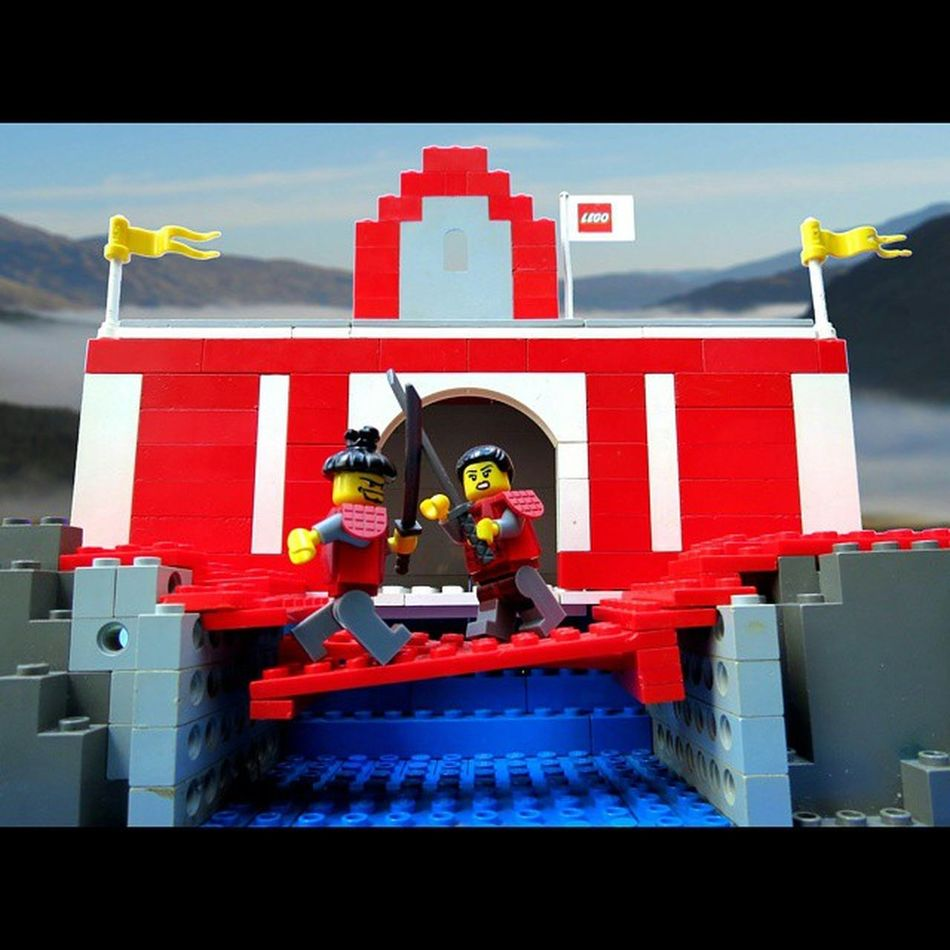 Getting my Lego photography and my 365 project back on track. At the Samurai temple atop Mt. Leg Godt our Lady Samurai faces her final test; to defeat her Master on The Crooked Bridge of MOC. LEGO Minfigures Samurai @bricknetwork