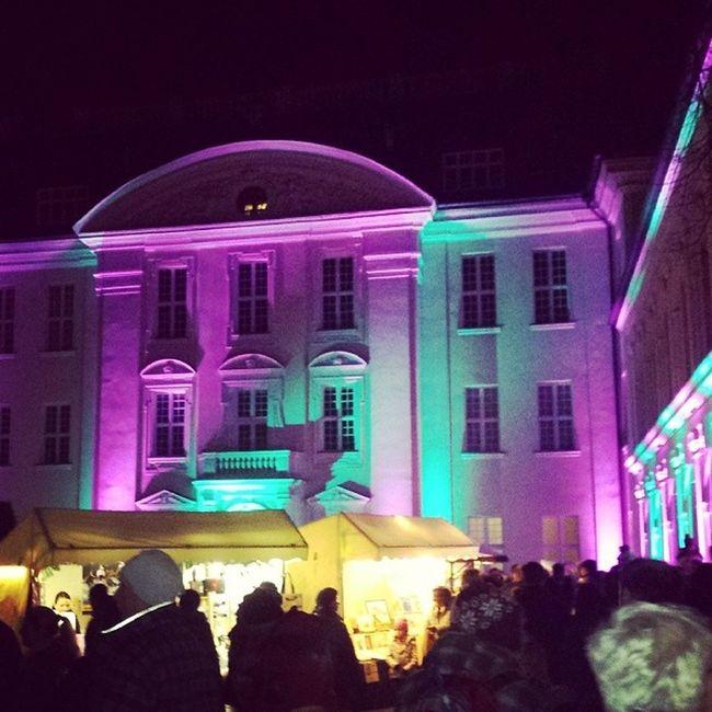 Weihnachtsmarkt Köpenick Schlossinsel Menschenmeer angstundtränenvormweihnachtsmann nachwaffelundmitheliumballonpferdistalleswiedergut goldmariehanna