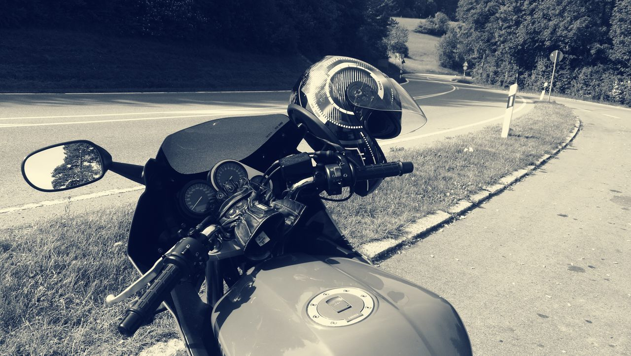 Old-fashioned One Man Only Music Motorcycle Shadow Only Men Headwear Adult People One Person Day Adults Only Outdoors Yamaha Fz Fazer Hegaublick Engen Sunny Day