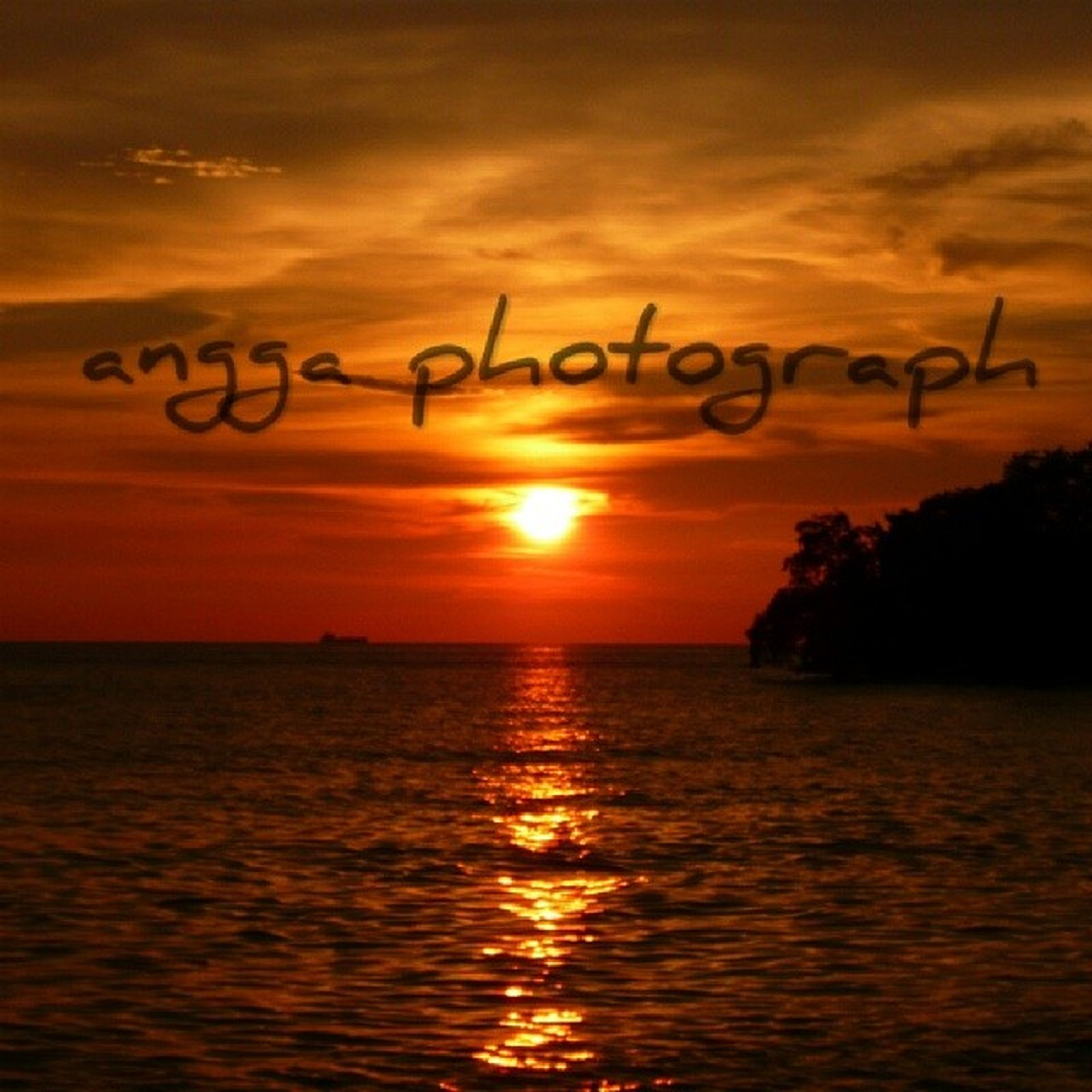 sunset, water, orange color, sun, sea, scenics, sky, tranquility, waterfront, tranquil scene, silhouette, beauty in nature, horizon over water, idyllic, rippled, nature, reflection, sunlight, outdoors, remote