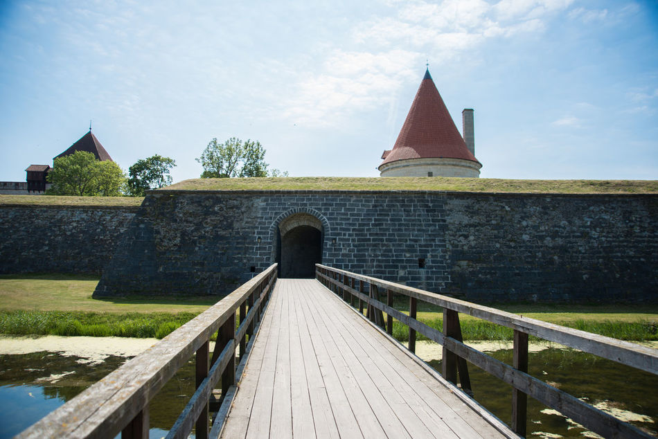 Kuressaare Episcopal Castle in Kuressaare, Saaremaa, Estonia https://en.wikipedia.org/wiki/Kuressaare_Castle Bridge Castle Episcopal Estonia Fortification Historical Building Historical Sights Medieval Architecture Medieval Fortifications In Liw No People Saaremaa Summer Sunny Teutonic Order