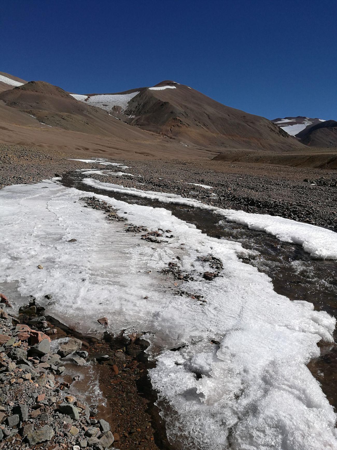 Que rica el agua de la cordillera Mountain Nature Outdoors Mountain Range Cold Temperature