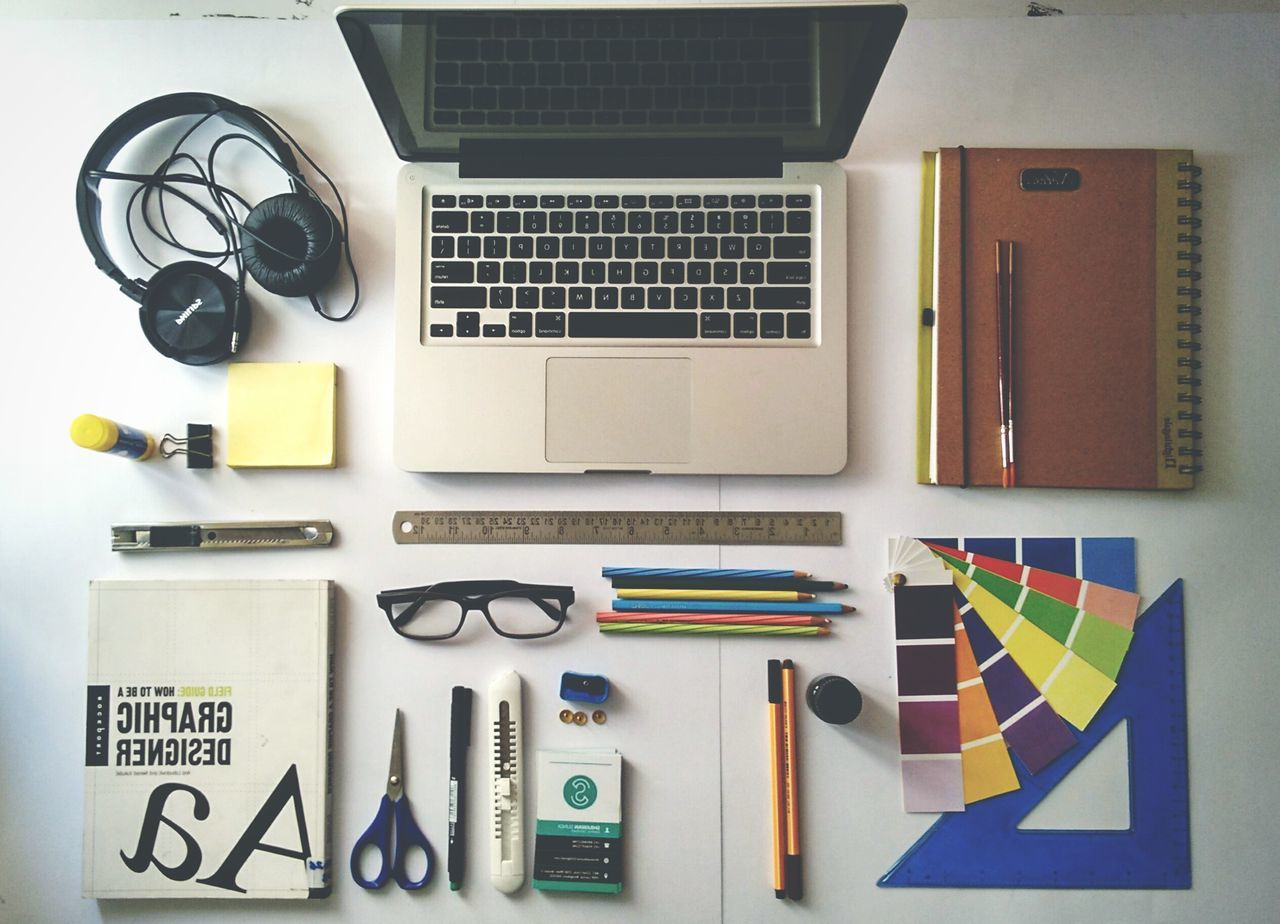 Youth Of Today Totally depend on gadgets. Gadgetlove Graphicdesigner MacBookPro Fullofcolors