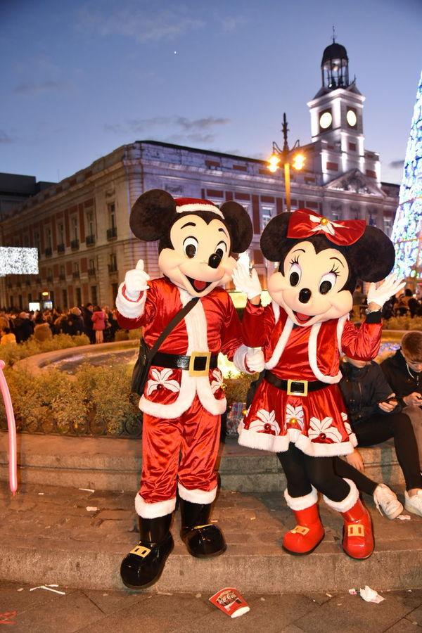 Mickey And Minnie Mouse Puerta Del Sol Merry Christmas🎄🎅🏻 Bon Nadal! ¡Feliz Navidad! Noël Boas Festas E Um Feliz 2016. Merry Christmas Everyone Bon Nadal A Tothom Bon Nadal Feliz Navidad Merry Christmas