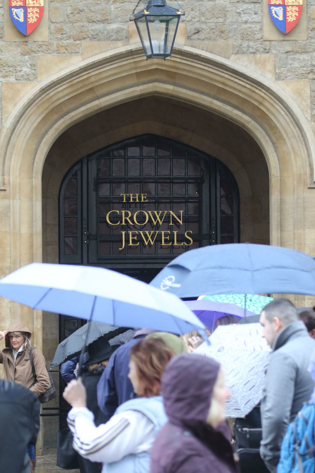 Antique Architecture Building Exterior Crowd Crown Jewels Cueing Door Historical Building In Line Rainy Tower Of London Umbrellas Waiting In Line