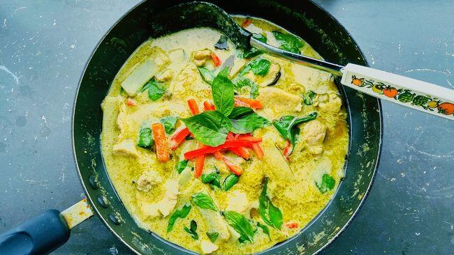 Thai Green Curry Green Color Thai Food Thai Curry Thai Green Curry Soup Green Curry Green Curry Chicken Thai Green Curry Basil Thai Basil