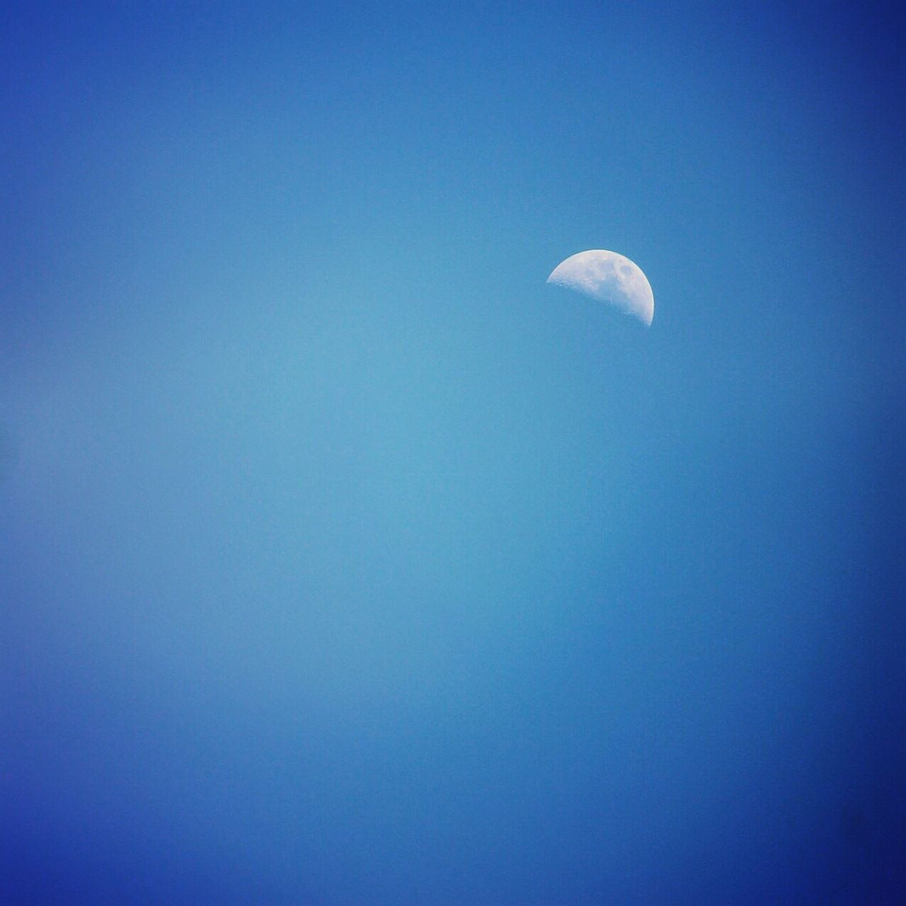 Showcase March Half Moon at High Noon it's winking at me! 😉 some Phenomenons you can only see on the Equator that's why I Love My City Quito Ecuador🇪🇨 💙 My Blue Obsession From My Point Of View Looking Up
