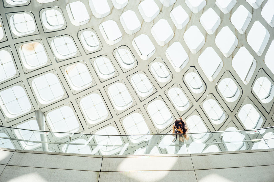 Adult Adults Only Architecture Architecture ArchiTexture Day Full Length Light And Shadow Lights Lights And Shadows Lookingup Lookupclub Modern One Person One Woman Only Only Women Pattern Patterns People Real People Standing