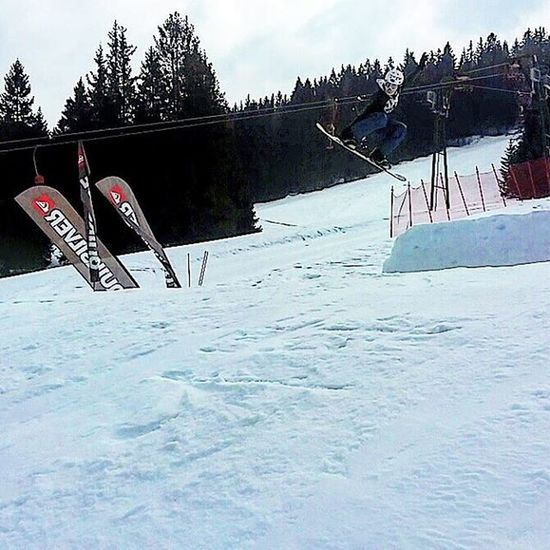 Snowboard Slopestyle Nose Grab