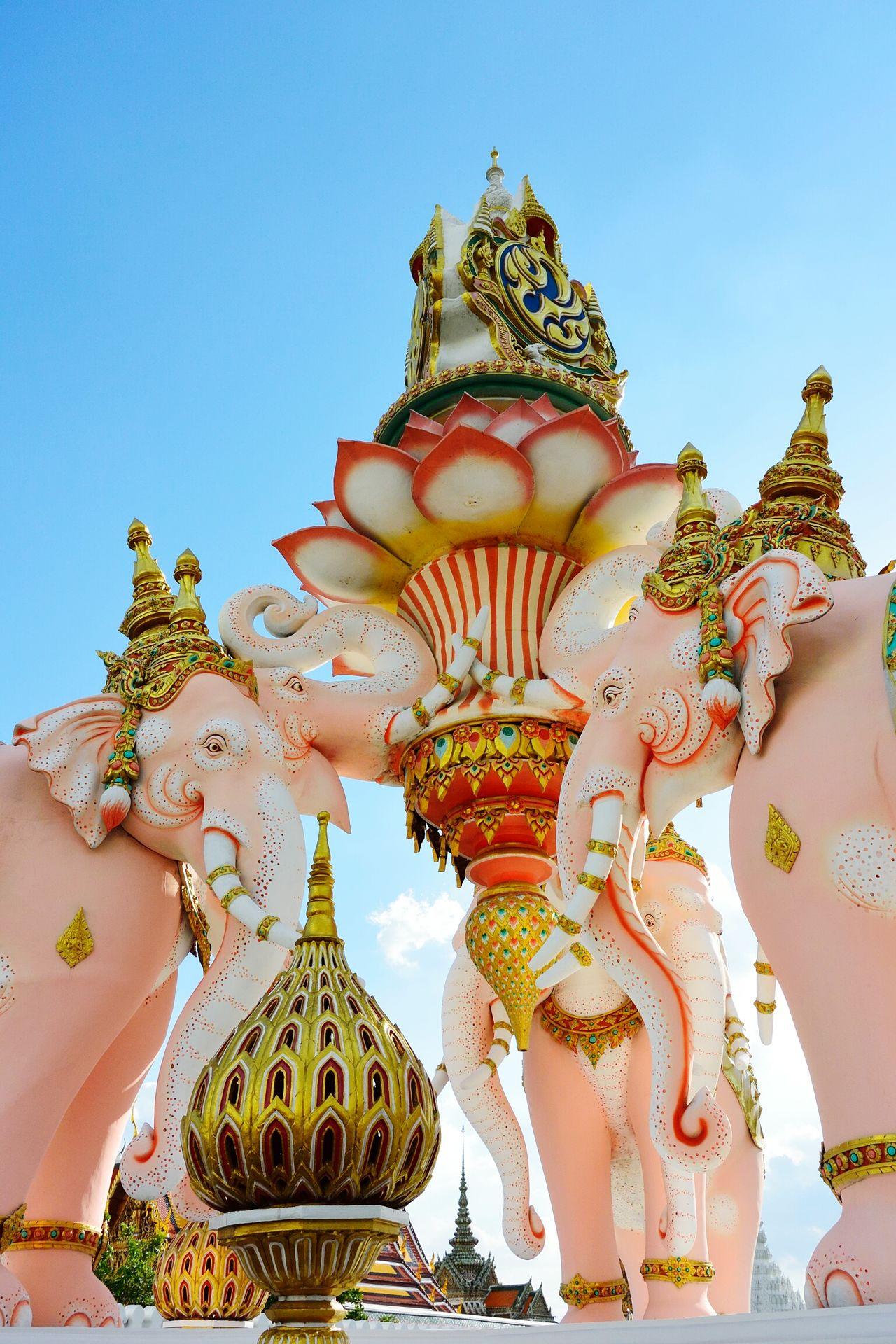 Walking Around Bangkok Style