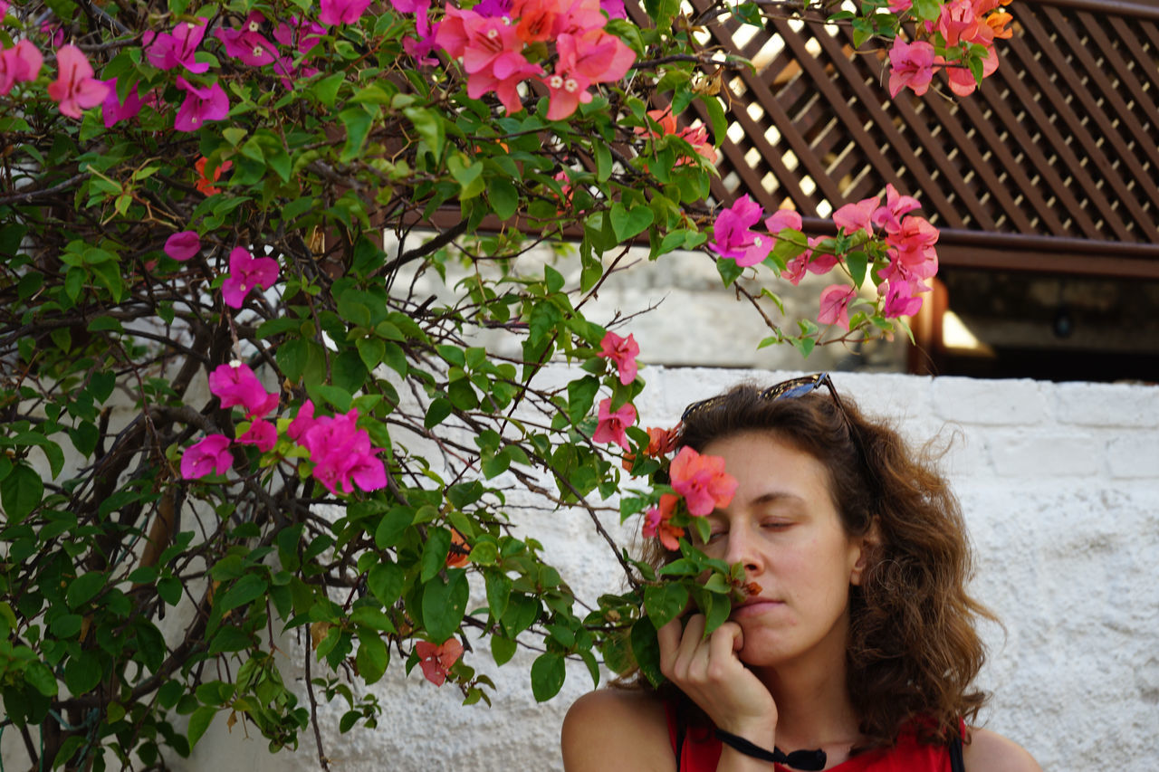 Roses Smell The Roses Aphoto.websiteSommergefühle Erik Lindner Women Around The World