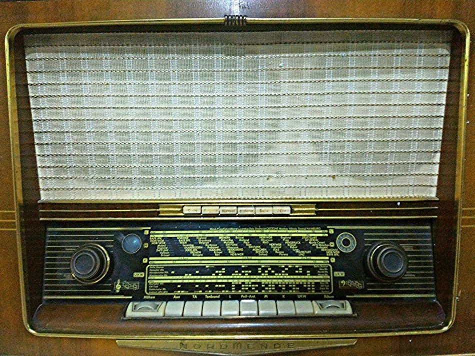 Old Technology Radio Old Radio Old Design Design Past Times  20th Century Old-fashioned Communication Electrical Equipment Technology No People Indoors  Antiquary Antiquecollection Antiquity