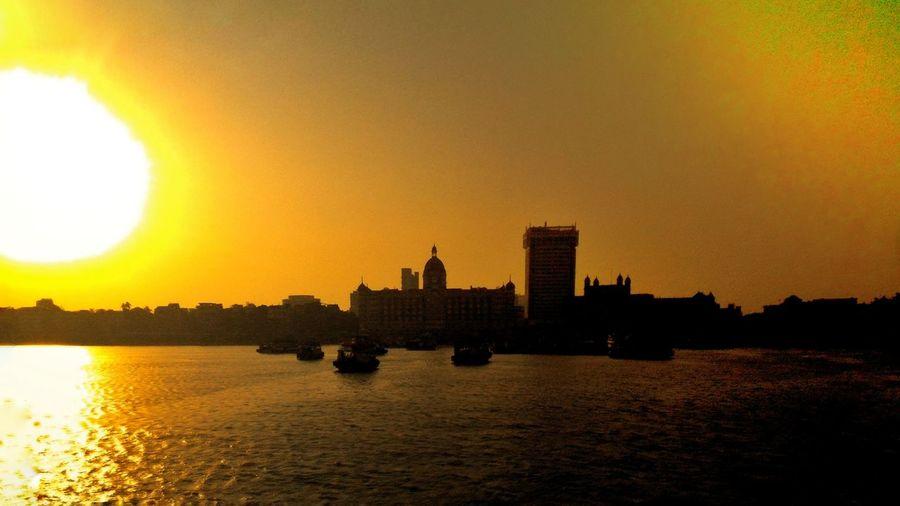 Mezmerizing view of the city that never sleeps Enjoying The Sun Awesome View Mumbai Historical Building Gatewayofindia Beautiful Day Tajhotel