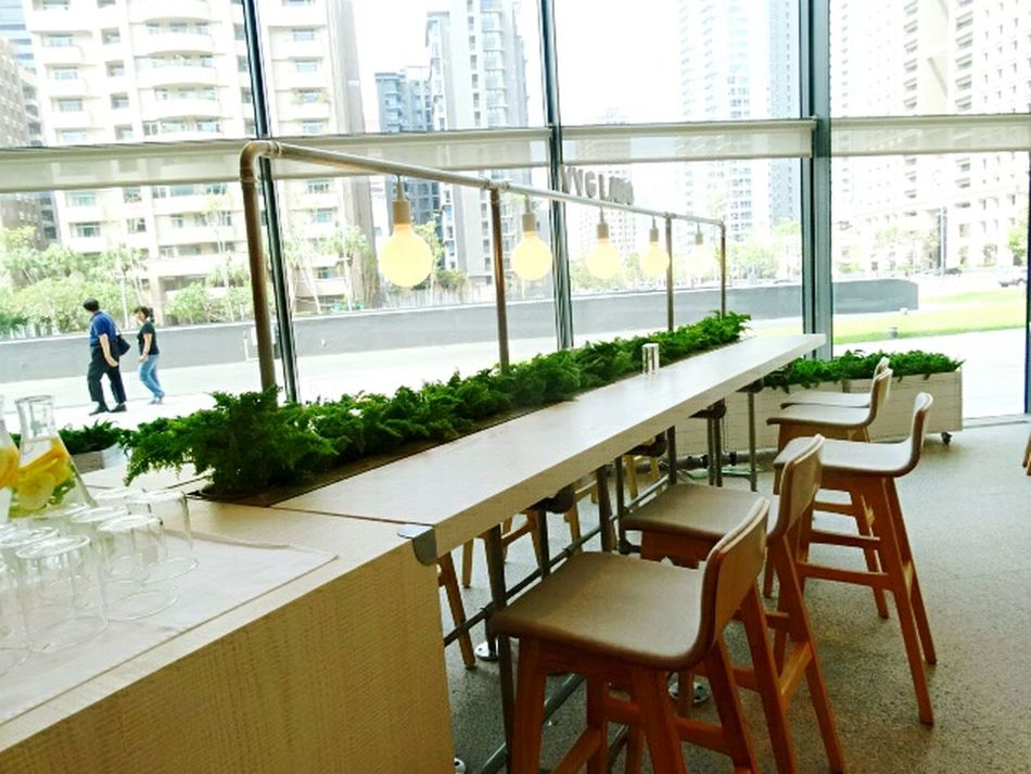 Table Chair Window Cofe Shop Light Green Green Color White White Color Weekend Activities Weekend 台湾旅行 台中歌劇院 Enjoying Life Enjoy The Moment