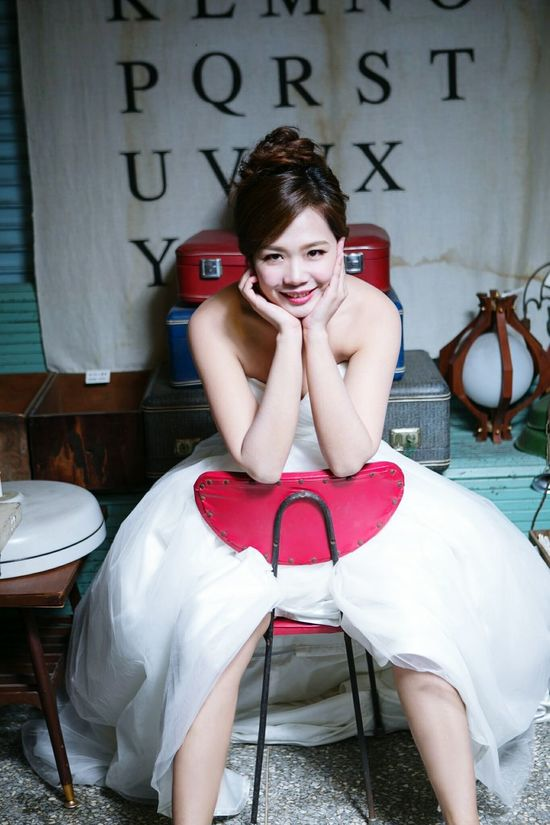 笑 #weddingdress Smile Looking At Camera Portrait One Person Sitting Red One Woman Only Adult Beauty