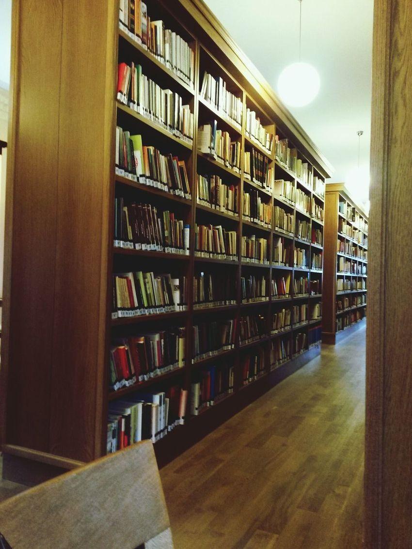 Hava hangi şartlarda olursa olsun buranın huzuru ugruna sarf edilen caba musteaktir. Library Kadikoy,istanbul Turkey