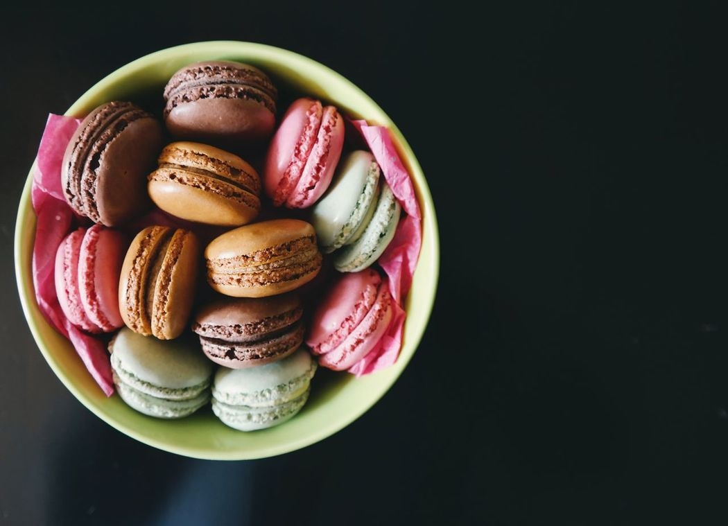 Bowl of macaroons Black Background Freshness Macaroon Lover! Macaroons,cupcakes,pies And Other Wonderfull Sweets<3 MacaronsDeParis Macarons Macaroons Lover Multi Colored