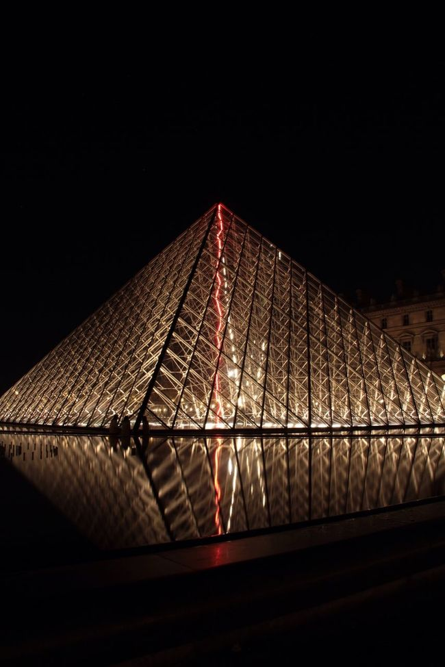 Love light and red light in Paris Longexposurephotography Eyem Best Shots Reflection Eye4photography