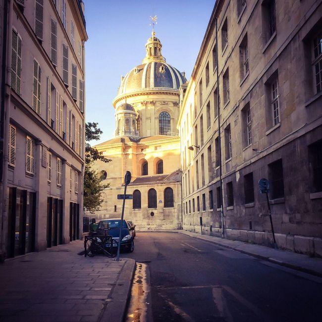 Bonsoir Paris! Loving this late afternoon light Architecture Photooftheday Paris EyeEm Best Shots Parisweloveyou Paris ❤ Eyem Best Shot - Architecture Architecture