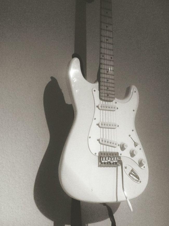 Hanging Out Guitar White Vintage Enjoying Life Hello World First Eyeem Photo