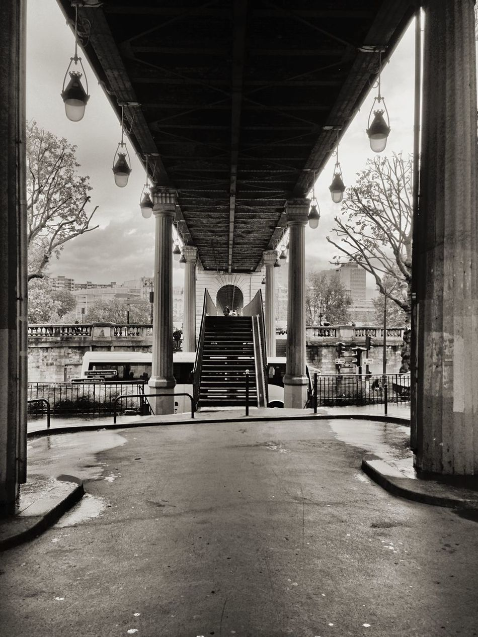 One of the Bridges used in the movie Inception . Paris City Bridge Bw_friday_challenge Blackandwhite Cityscapes Architecture_bw Learn & Shoot: Leading Lines Seeing The Sights B&w Street Photography
