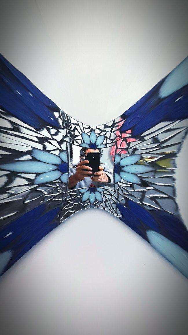 Dentro de un cuadro con espejos
