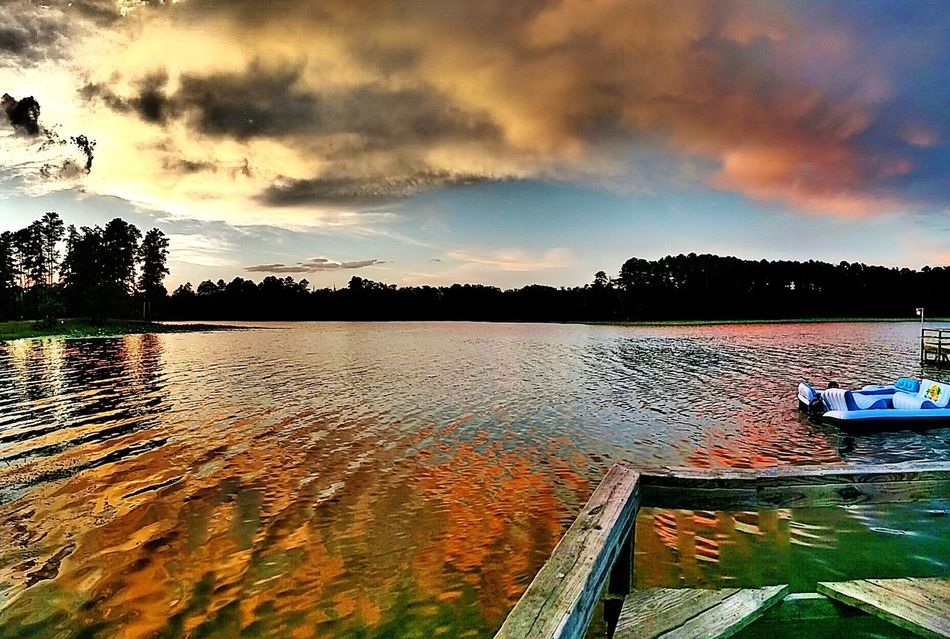 It not to late to get in some fishing this evening. Lovely Weather Peace And Quiet Enjoying The Sun East Texas Check This Out Fishing No People Eyem Best Shots Beauty In Nature Sunset Layers And Colors Lake View
