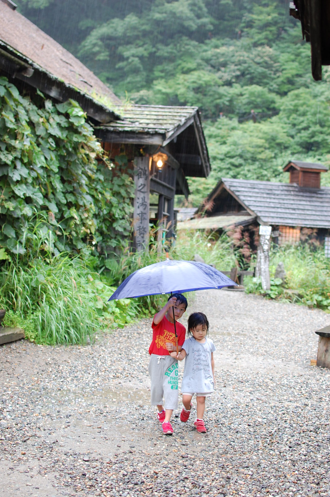 Ultimate Japan Tsurunoyu Hotspring Akita Japanese  Japan Rain Umbrella On The Way Siblings Sister Brother Girl Boy 兄妹 兄 妹 傘 雨 乳頭温泉郷 鶴の湯 秋田県 Miles Away