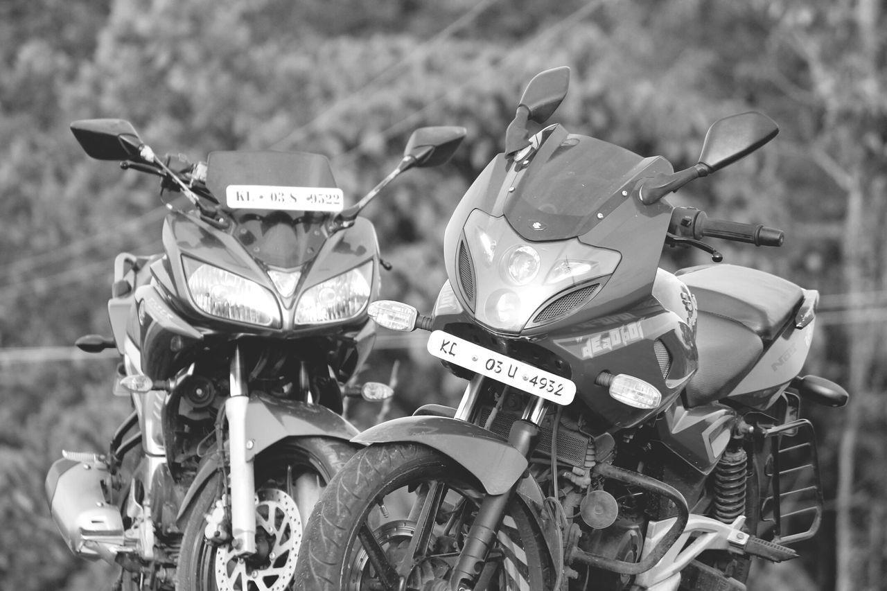 Bajaj_pulsar_220 & Yamaha_fazer 💖💖 Outdated Still Updated Nostalgic  Indian Sports Bikes Indian Beauty Indian Bike Automotive Photography Duo