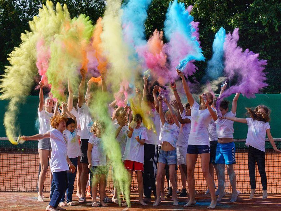 Holi Holi Holiday Fun Tennis 🎾 Camp Ferienspaß Holiday Colors Kids Tenniskids Fun Centercourt Holidays Color Of Life Color Palette Germany