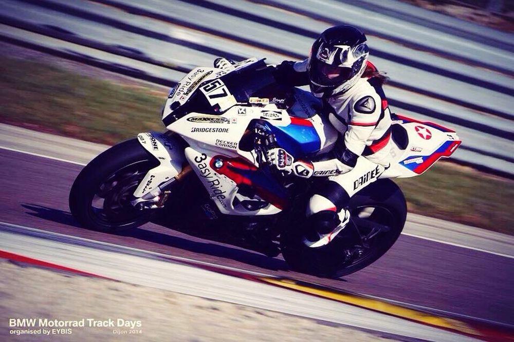Session piste 2014 avec la bmw à magnycours Motorbike Bikers Bmws1000rr