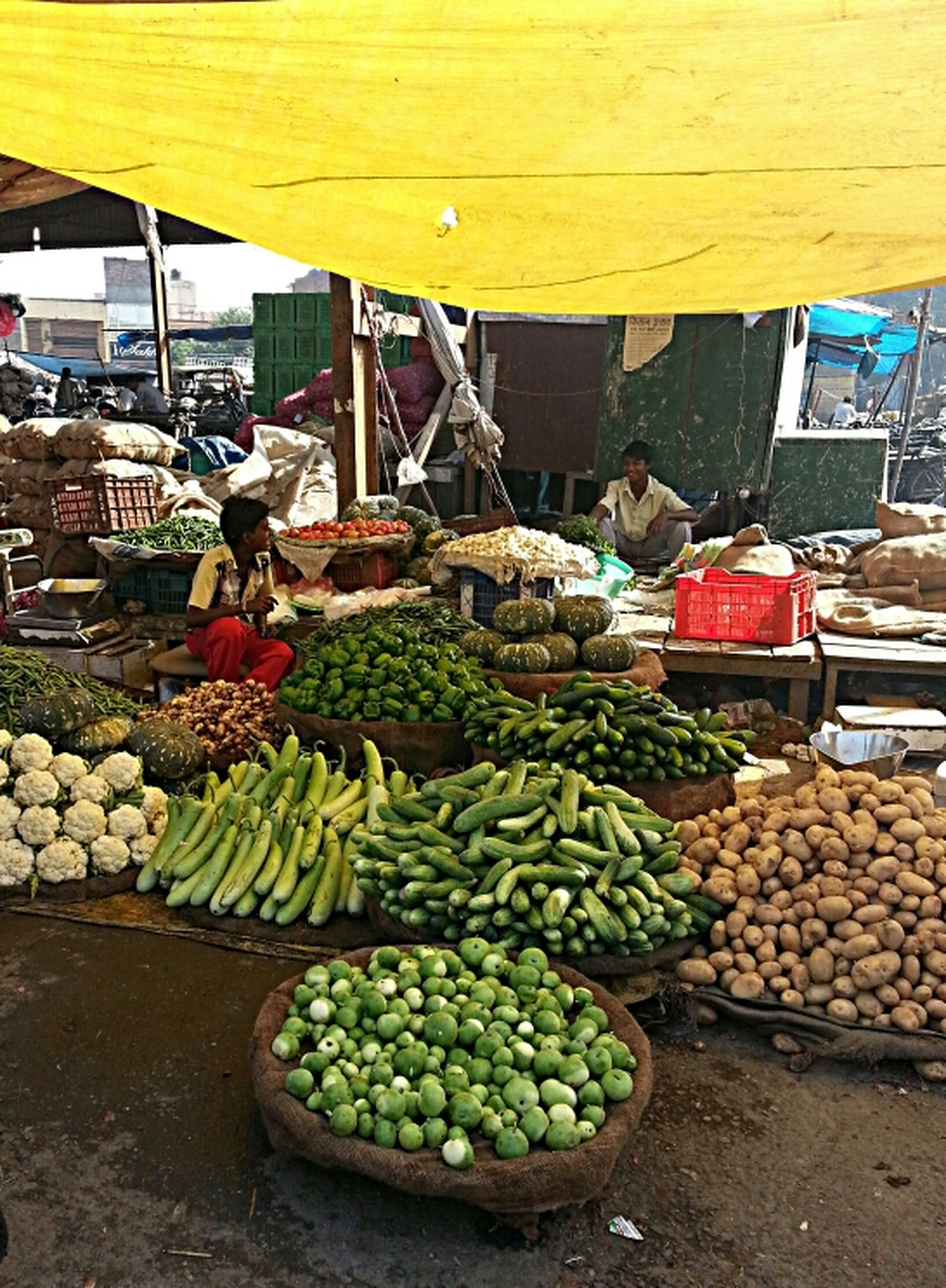 food and drink, healthy eating, food, market stall, for sale, market, large group of objects, retail, abundance, freshness, fruit, vegetable, variation, choice, stack, heap, display, crate, basket, organic