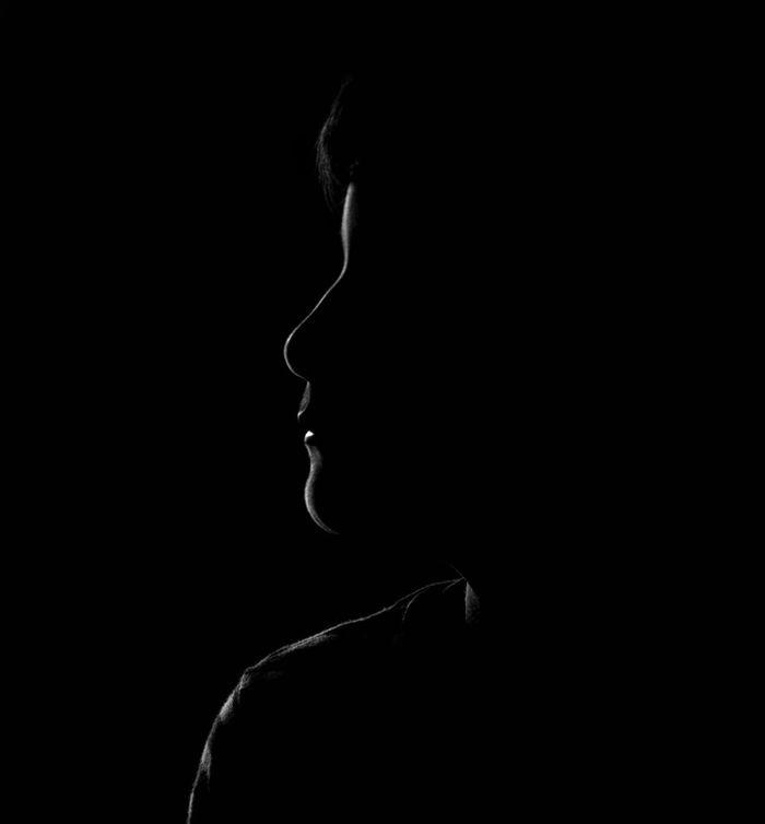 """""""El amor es la fuerza más humilde, pero la más poderosa que dispone el ser humano"""". - Mahatma Gandhi - Black And White Silhouette Fuji Fujifilm_xseries Fujifilm FUJIFILM X-T10 Shootermag Eye4photography  EyeEm Best Shots - Black + White Galerieclub Tenerife Xt10creativityeveryday Xtrans España Blancoynegro Blackandwhite Black And White Photography Lensculture VSCO Islas Canarias Person Blanco Y Negro Silueta Islascanarias Black Background"""