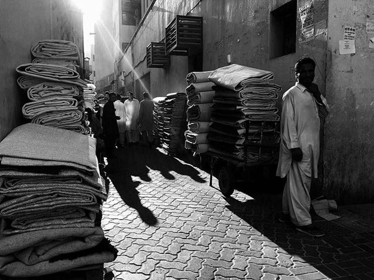 LitratistaSaDaan Daandxb Dubaistreet Naif Deiradubai Streetphotography NaifscenebyDay Blackandwhitephotography Lightandshadow Bnw_worldwide Streettogs SP PW