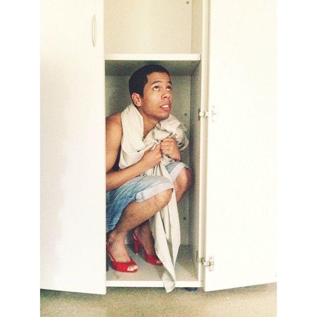 Ozamigo saindo do armário