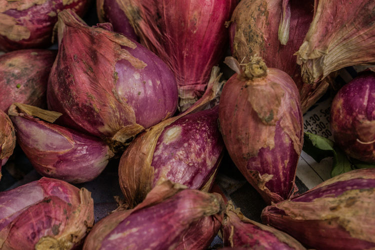 Fresh Red Onions From The Local Market Cooking Food And Drink Ingredients Food Ingredient Onion Onions Red Onion Spices Spices Of The World Tropical Tropical Plants Food Stories