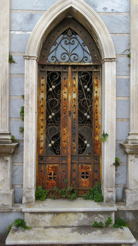 Abandoned Arch Architecture Buenosaires Cementeriodelarecoleta Cemetery Door Entrance No People Old Ornate